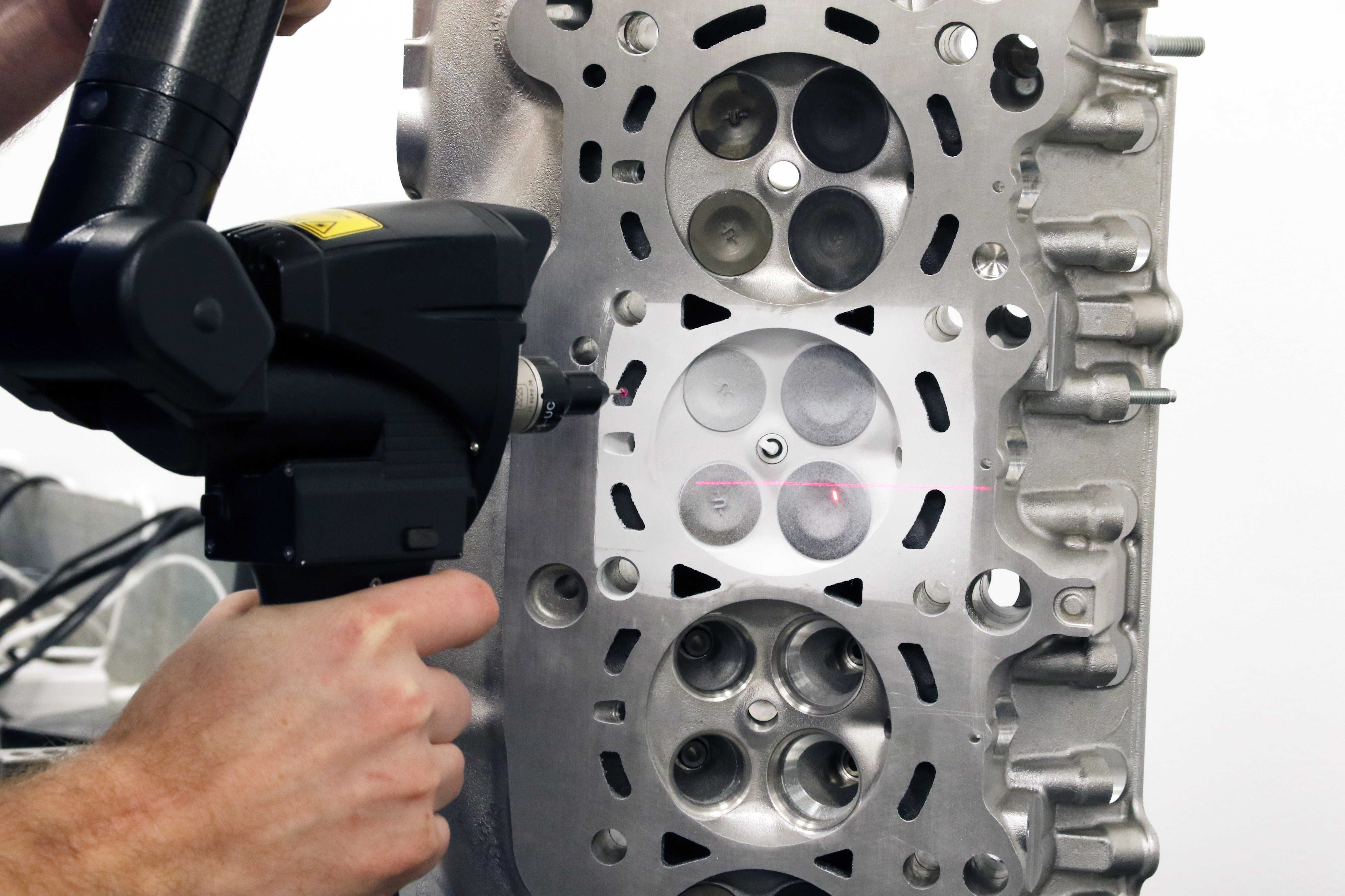 Inside The Honda K20C1 (Type R) Cylinder Head With 4 Piston Racing